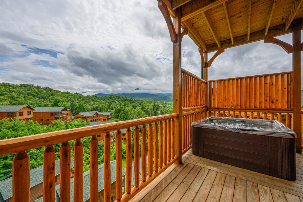 Photo of a Gatlinburg Cabin named Bear Splash Adventure - This is the fourth photo in the set.