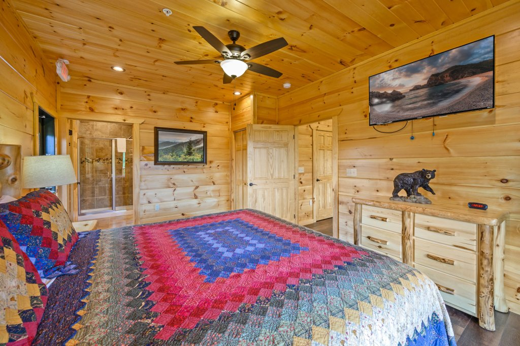 Photo of a Gatlinburg Cabin named Bear Splash Adventure - This is the twelfth photo in the set.
