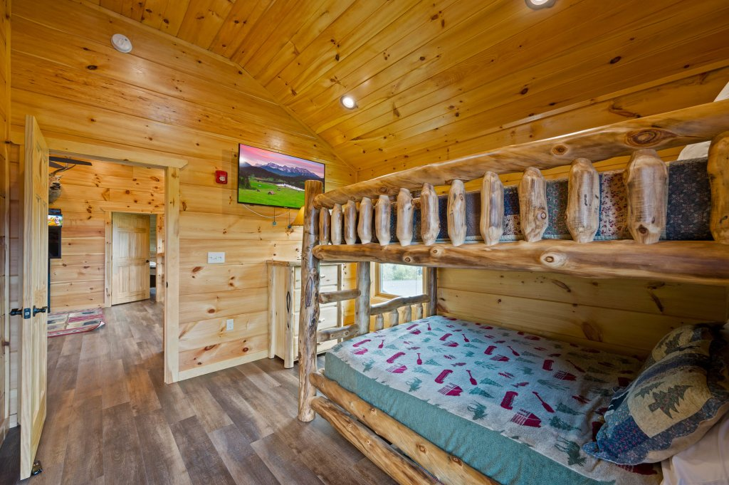 Photo of a Gatlinburg Cabin named Bear Splash Adventure - This is the nineteenth photo in the set.