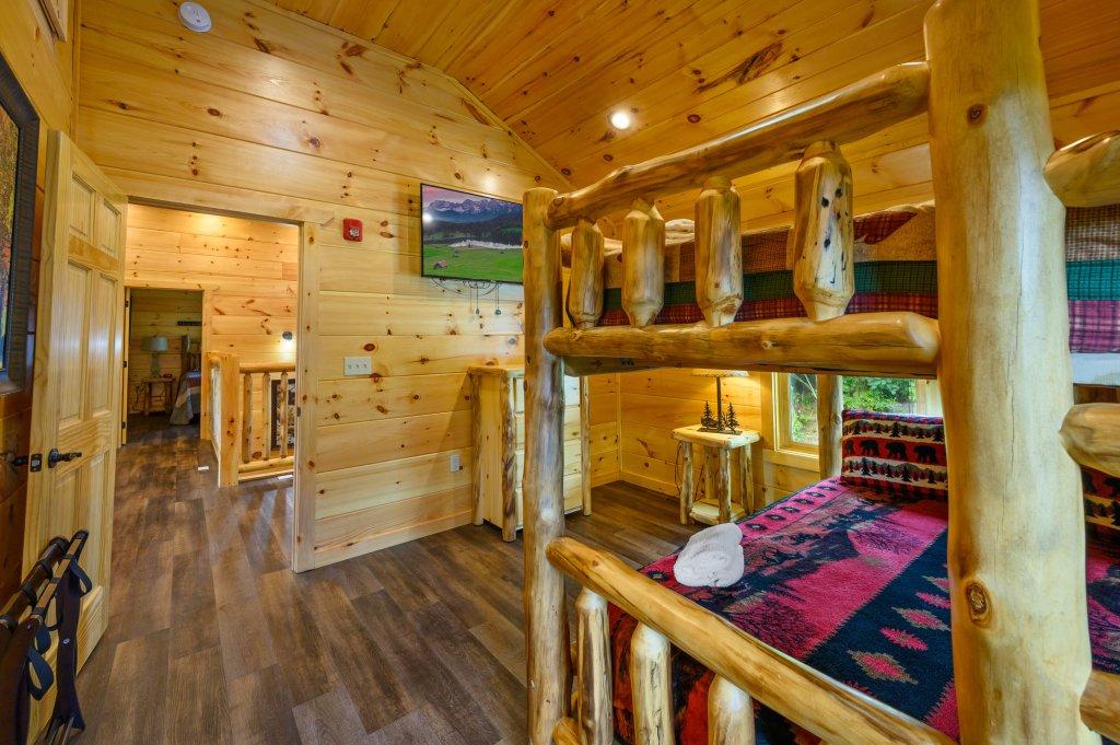 Photo of a Gatlinburg Cabin named Bear Splash Adventure - This is the twenty-fourth photo in the set.