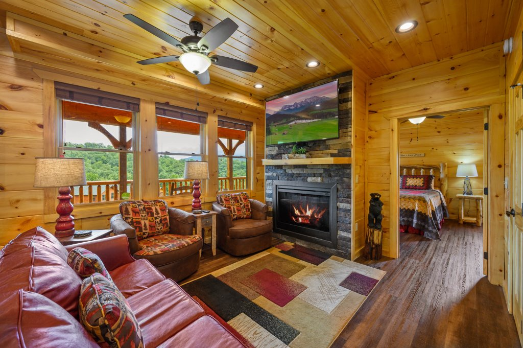 Photo of a Gatlinburg Cabin named Bear Splash Adventure - This is the tenth photo in the set.