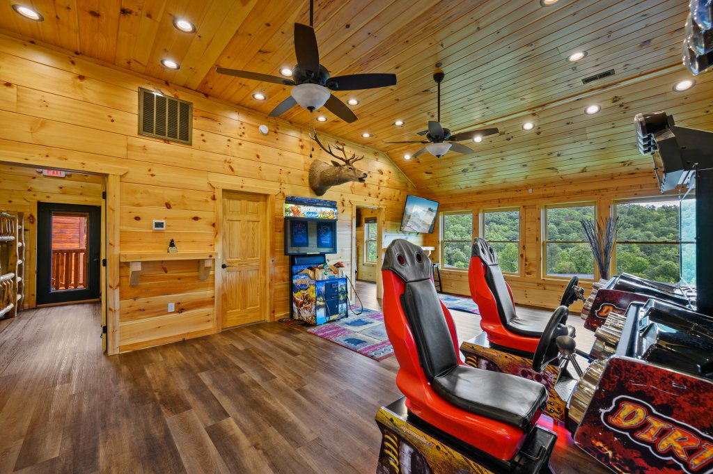 Photo of a Gatlinburg Cabin named Bear Splash Adventure - This is the thirtieth photo in the set.