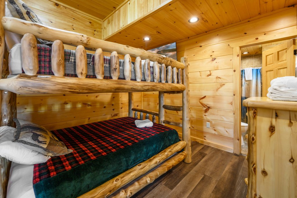 Photo of a Gatlinburg Cabin named Bear Splash Adventure - This is the fourteenth photo in the set.