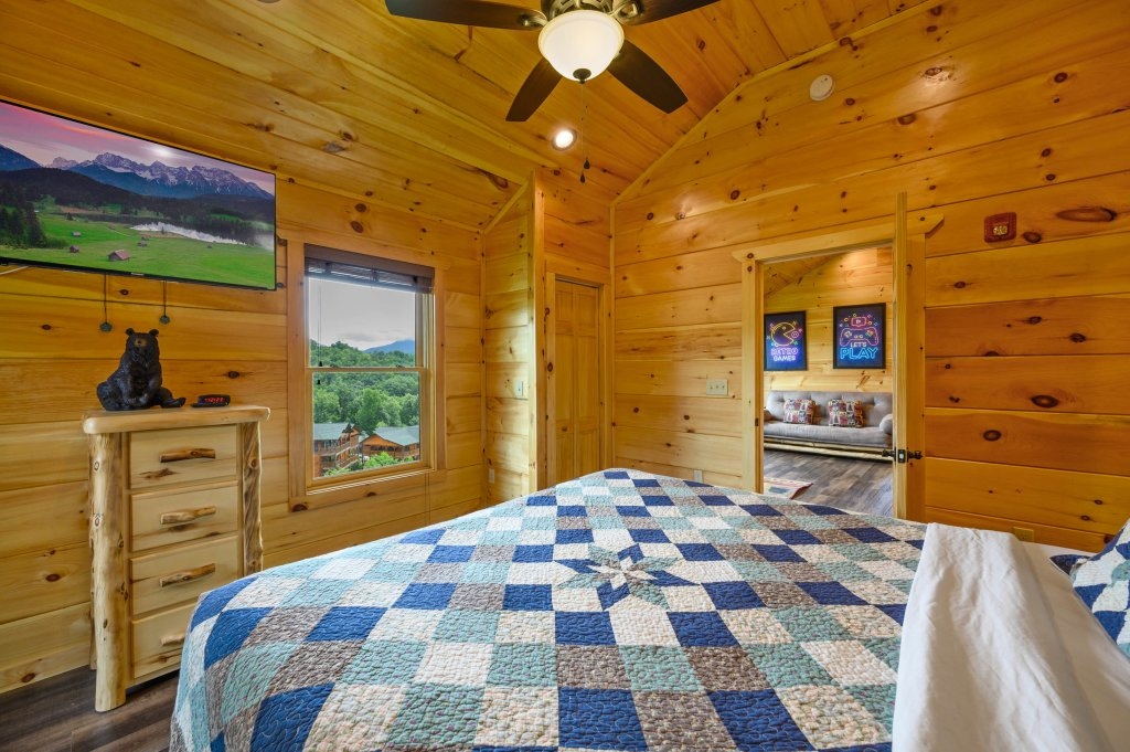 Photo of a Gatlinburg Cabin named Bear Splash Adventure - This is the sixteenth photo in the set.