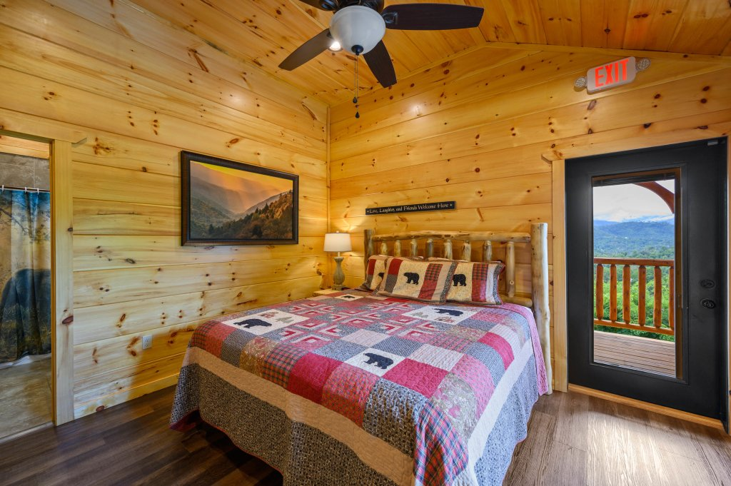 Photo of a Gatlinburg Cabin named Bear Splash Adventure - This is the twenty-first photo in the set.