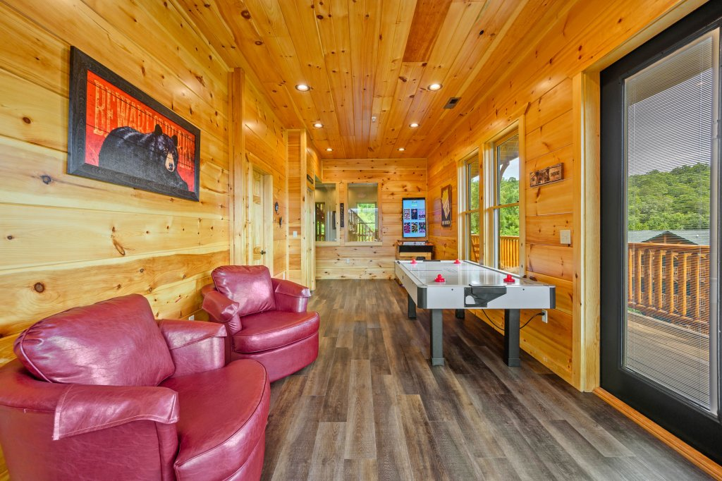 Photo of a Gatlinburg Cabin named Bear Splash Adventure - This is the fifty-ninth photo in the set.