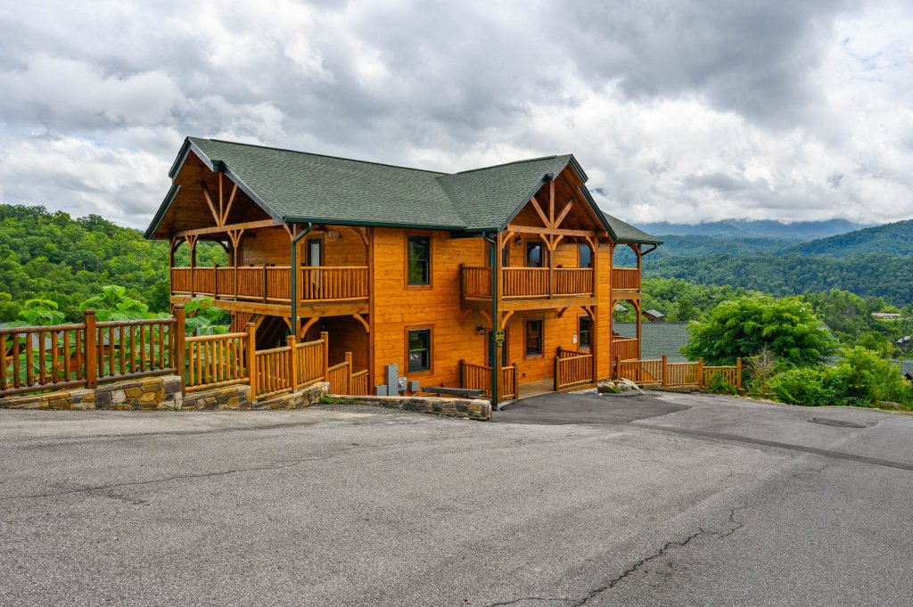 Photo of a Gatlinburg Cabin named Bear Splash Adventure - This is the seventy-sixth photo in the set.
