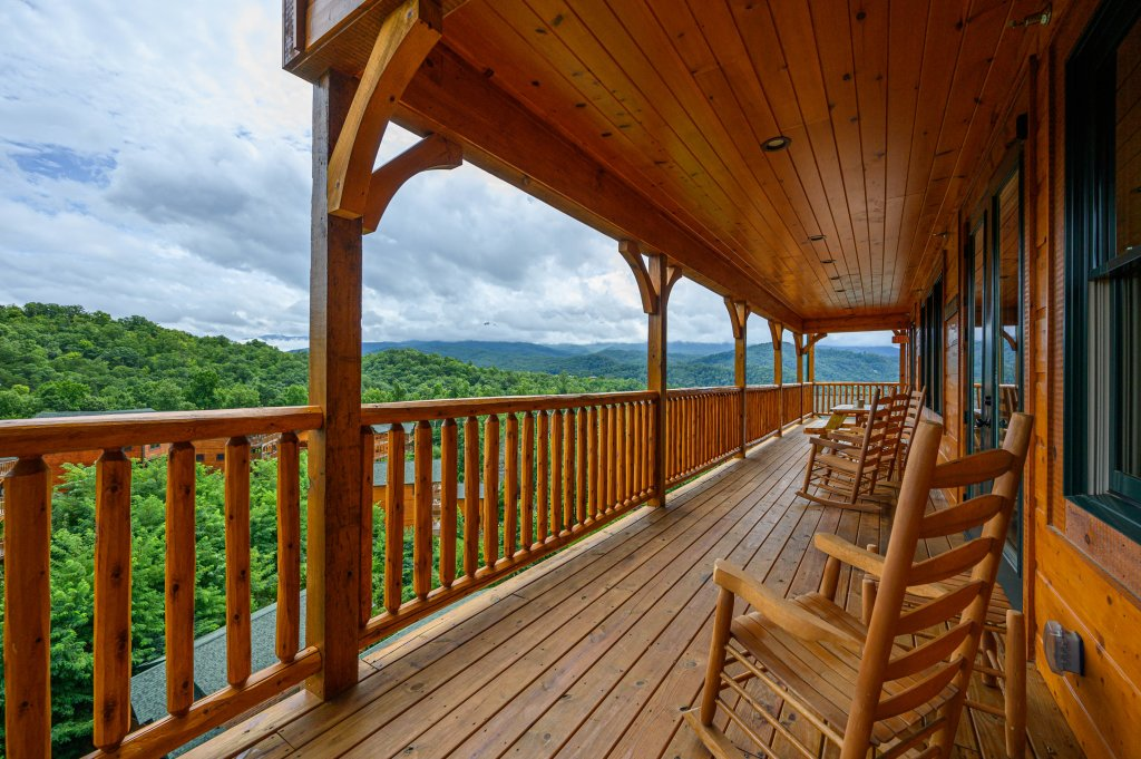 Photo of a Gatlinburg Cabin named Bear Splash Adventure - This is the seventy-third photo in the set.