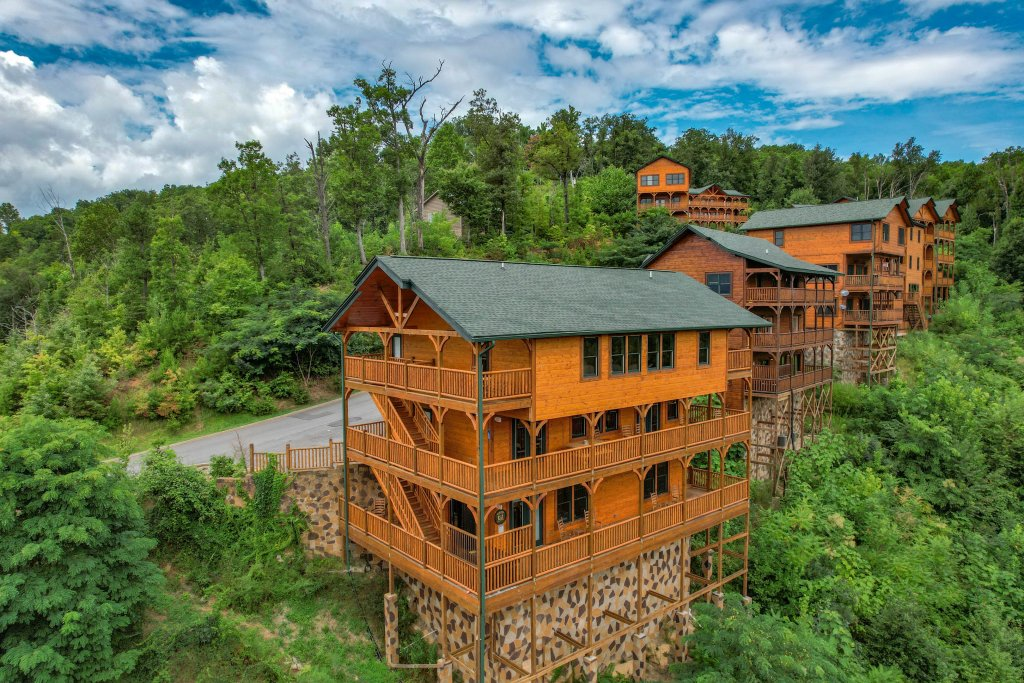 Photo of a Gatlinburg Cabin named Bear Splash Adventure - This is the seventy-seventh photo in the set.