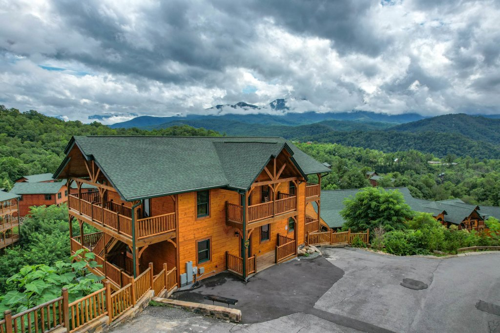 Photo of a Gatlinburg Cabin named Bear Splash Adventure - This is the thirty-first photo in the set.