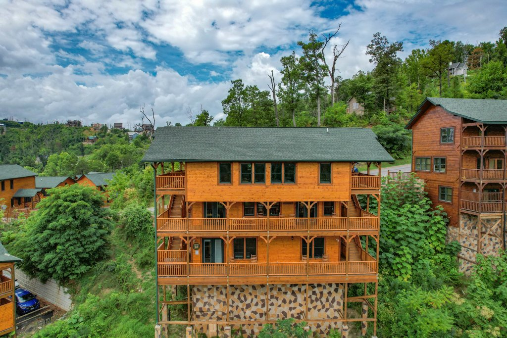 Photo of a Gatlinburg Cabin named Bear Splash Adventure - This is the seventy-ninth photo in the set.