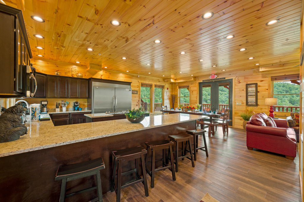Photo of a Gatlinburg Cabin named Bear Splash Adventure - This is the eighty-ninth photo in the set.