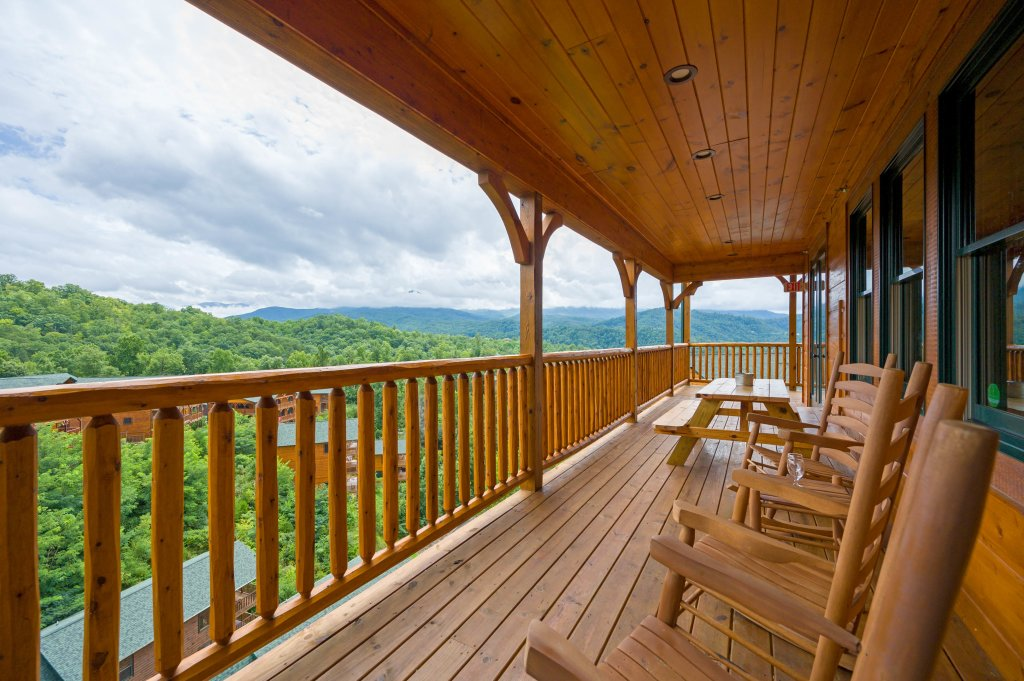 Photo of a Gatlinburg Cabin named Bear Splash Adventure - This is the thirty-second photo in the set.