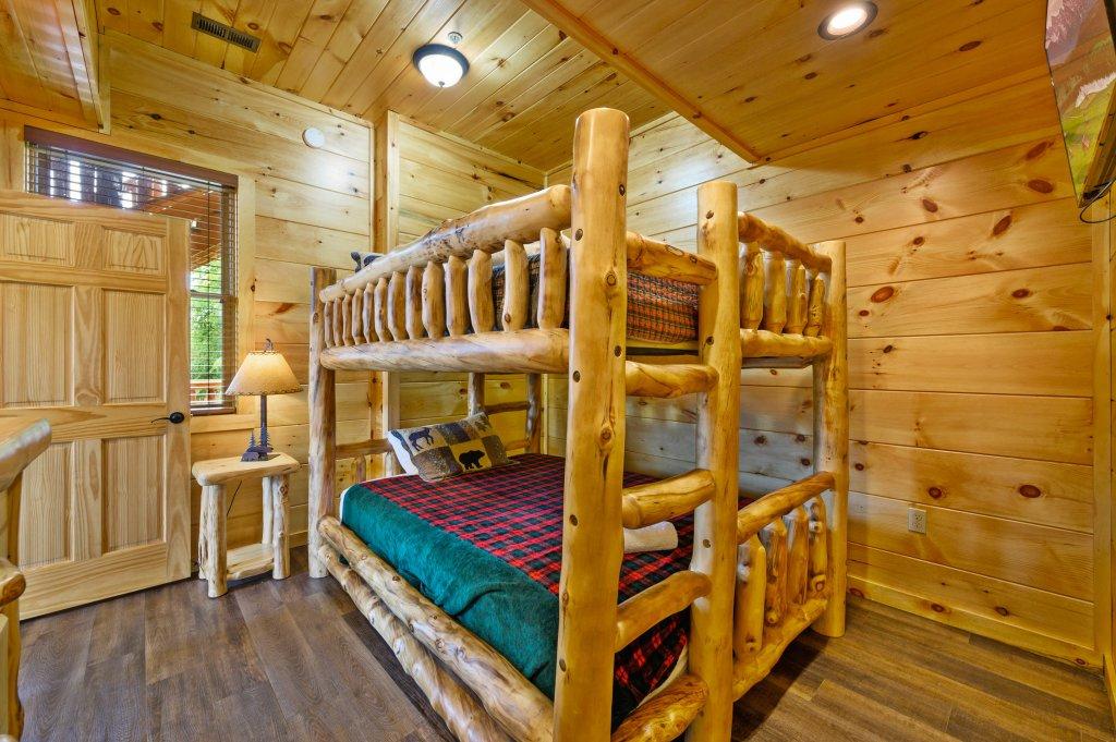 Photo of a Gatlinburg Cabin named Bear Splash Adventure - This is the twenty-third photo in the set.