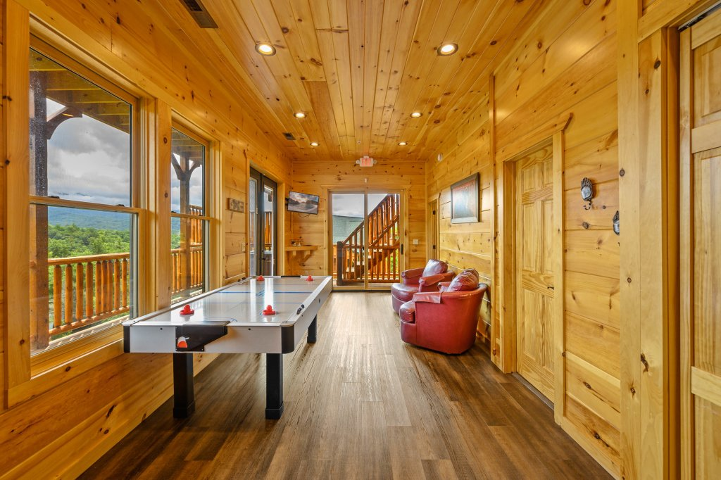 Photo of a Gatlinburg Cabin named Bear Splash Adventure - This is the sixty-first photo in the set.