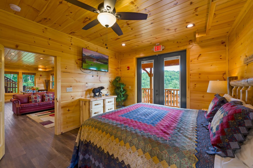 Photo of a Gatlinburg Cabin named Bear Splash Adventure - This is the fifty-fifth photo in the set.
