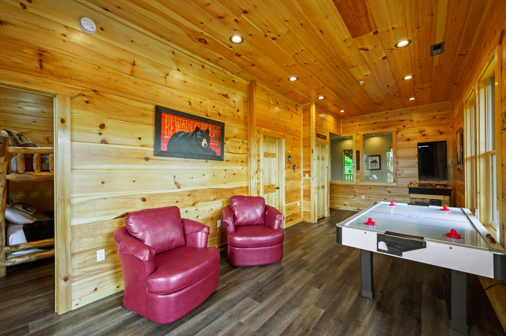 Photo of a Gatlinburg Cabin named Bear Splash Adventure - This is the sixty-second photo in the set.