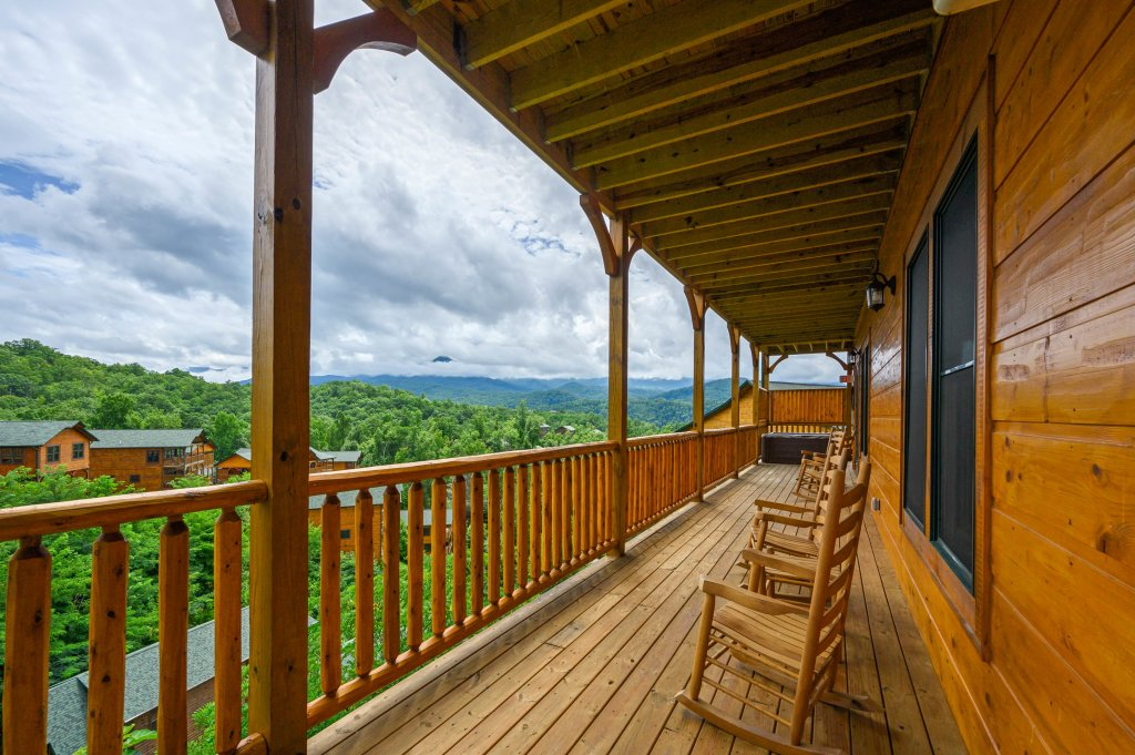 Photo of a Gatlinburg Cabin named Bear Splash Adventure - This is the seventy-second photo in the set.