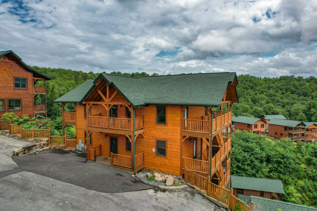 Photo of a Gatlinburg Cabin named Bear Splash Adventure - This is the seventy-fourth photo in the set.