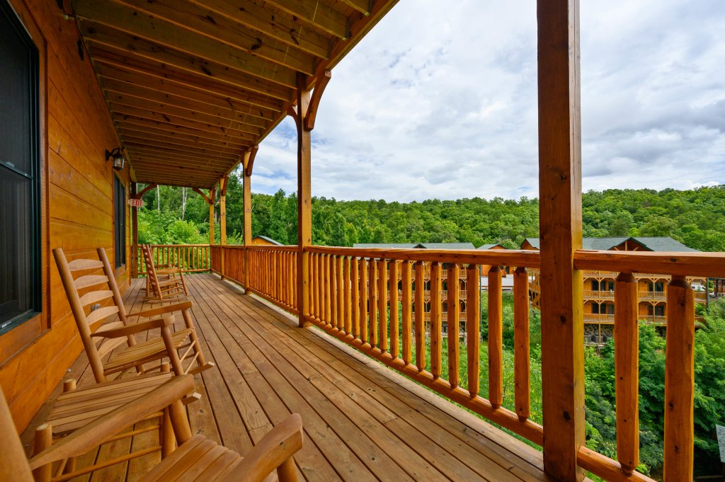 Photo of a Gatlinburg Cabin named Bear Splash Adventure - This is the sixty-eighth photo in the set.