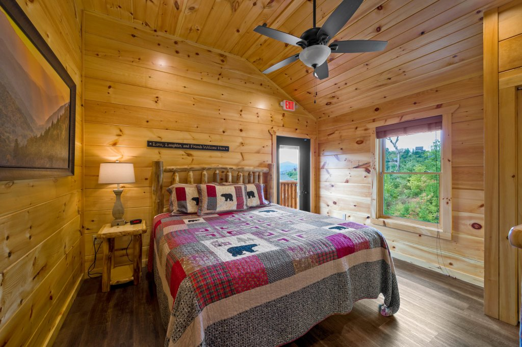 Photo of a Gatlinburg Cabin named Bear Splash Adventure - This is the eighty-fifth photo in the set.