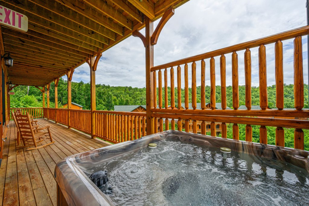 Photo of a Gatlinburg Cabin named Bear Splash Adventure - This is the seventieth photo in the set.