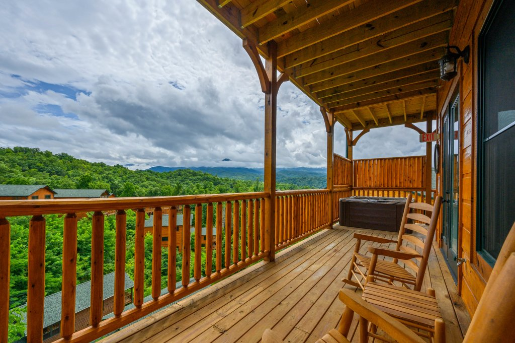 Photo of a Gatlinburg Cabin named Bear Splash Adventure - This is the seventy-first photo in the set.