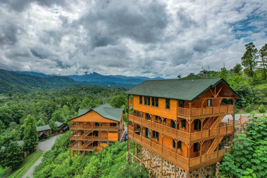 Photo of a Gatlinburg Cabin named Bear Splash Adventure - This is the seventy-eighth photo in the set.