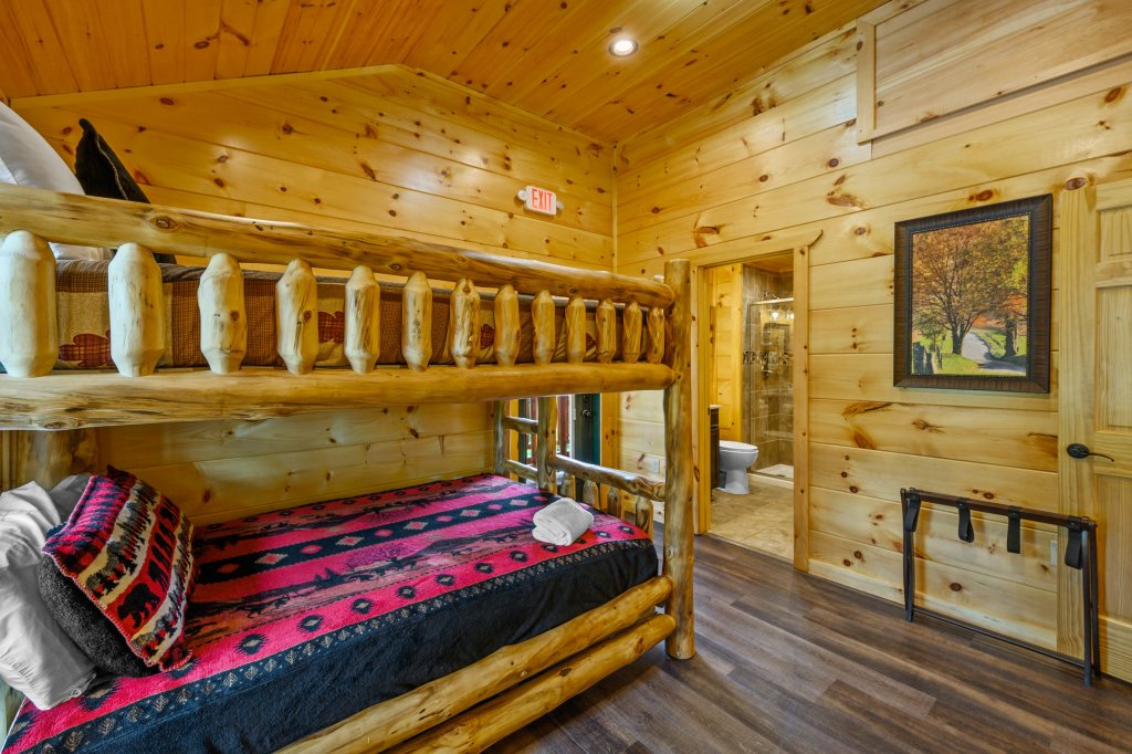 Photo of a Gatlinburg Cabin named Bear Splash Adventure - This is the eighty-eighth photo in the set.