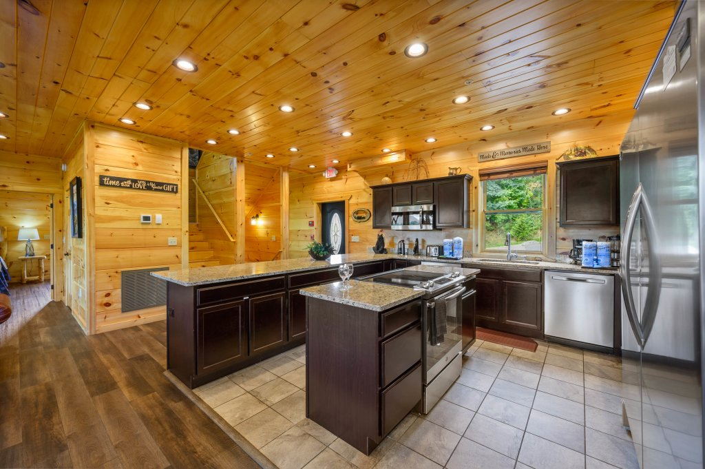 Photo of a Gatlinburg Cabin named Bear Splash Adventure - This is the ninety-fifth photo in the set.