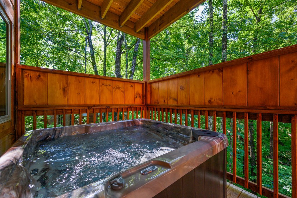 Photo of a Pigeon Forge Cabin named Mountain Music - This is the second photo in the set.