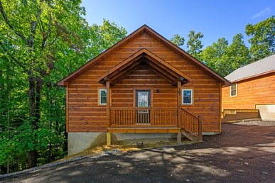 Free Tickets   Hot Tub, Pool Table, Media Room, Easy Access, Mountain Music