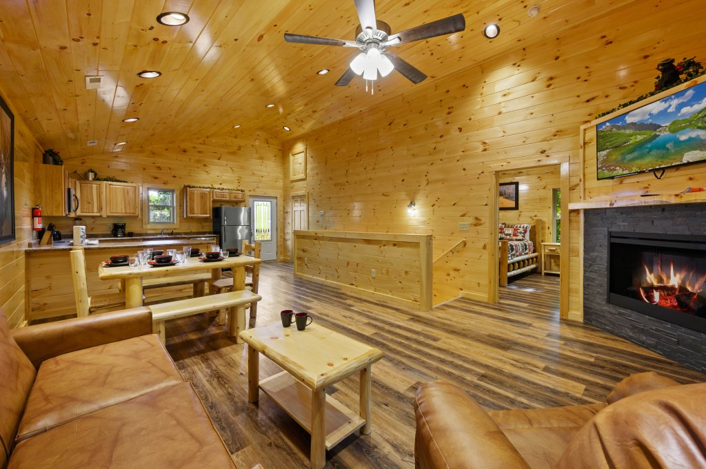 Photo of a Pigeon Forge Cabin named Mountain Music - This is the thirteenth photo in the set.