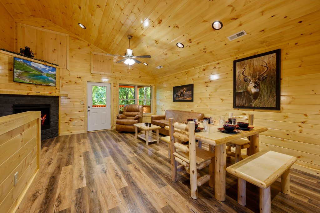 Photo of a Pigeon Forge Cabin named Mountain Music - This is the sixth photo in the set.