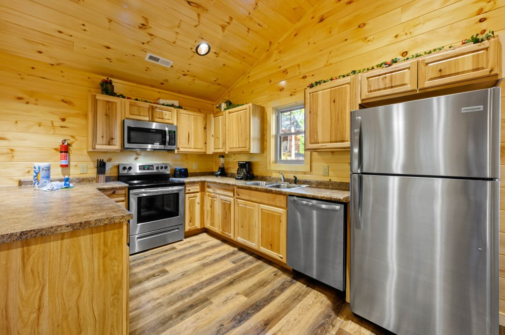 Photo of a Pigeon Forge Cabin named Mountain Music - This is the eighth photo in the set.