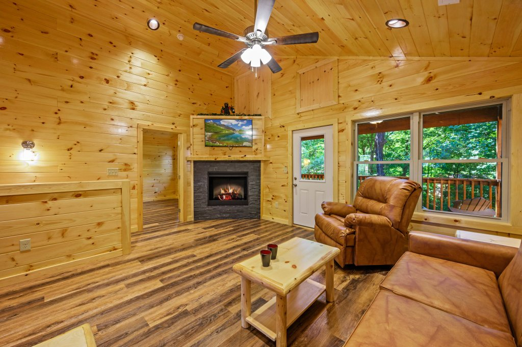 Photo of a Pigeon Forge Cabin named Mountain Music - This is the fourteenth photo in the set.