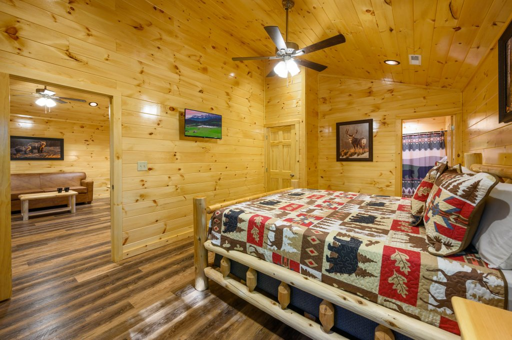 Photo of a Pigeon Forge Cabin named Mountain Music - This is the fifteenth photo in the set.