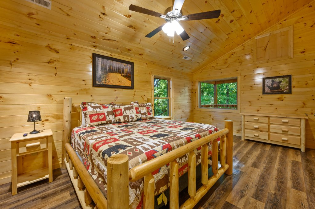 Photo of a Pigeon Forge Cabin named Mountain Music - This is the nineteenth photo in the set.