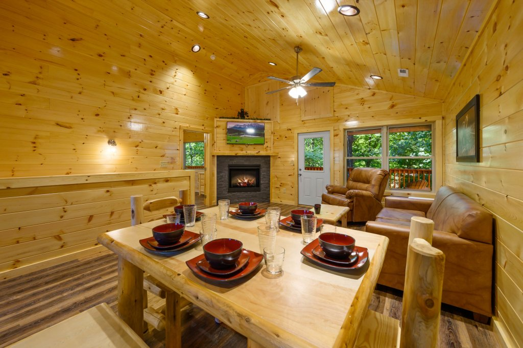 Photo of a Pigeon Forge Cabin named Mountain Music - This is the ninth photo in the set.