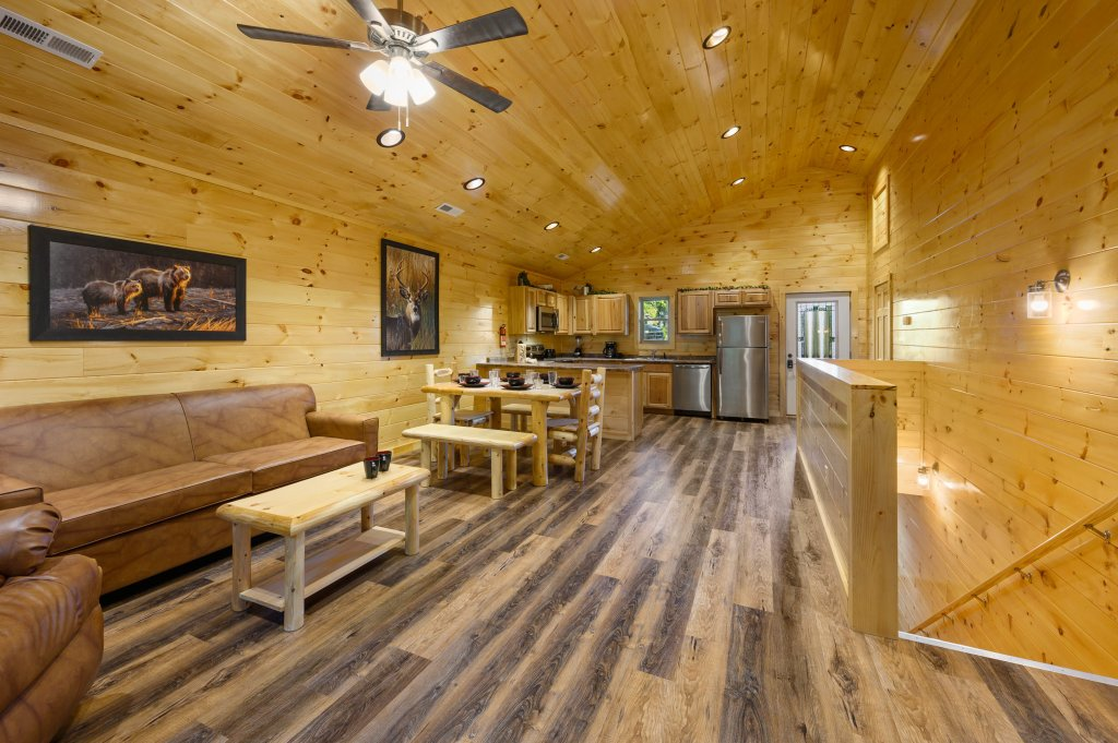 Photo of a Pigeon Forge Cabin named Mountain Music - This is the twelfth photo in the set.