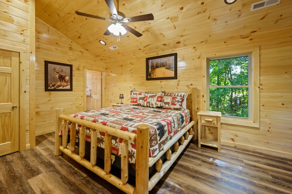 Photo of a Pigeon Forge Cabin named Mountain Music - This is the sixteenth photo in the set.