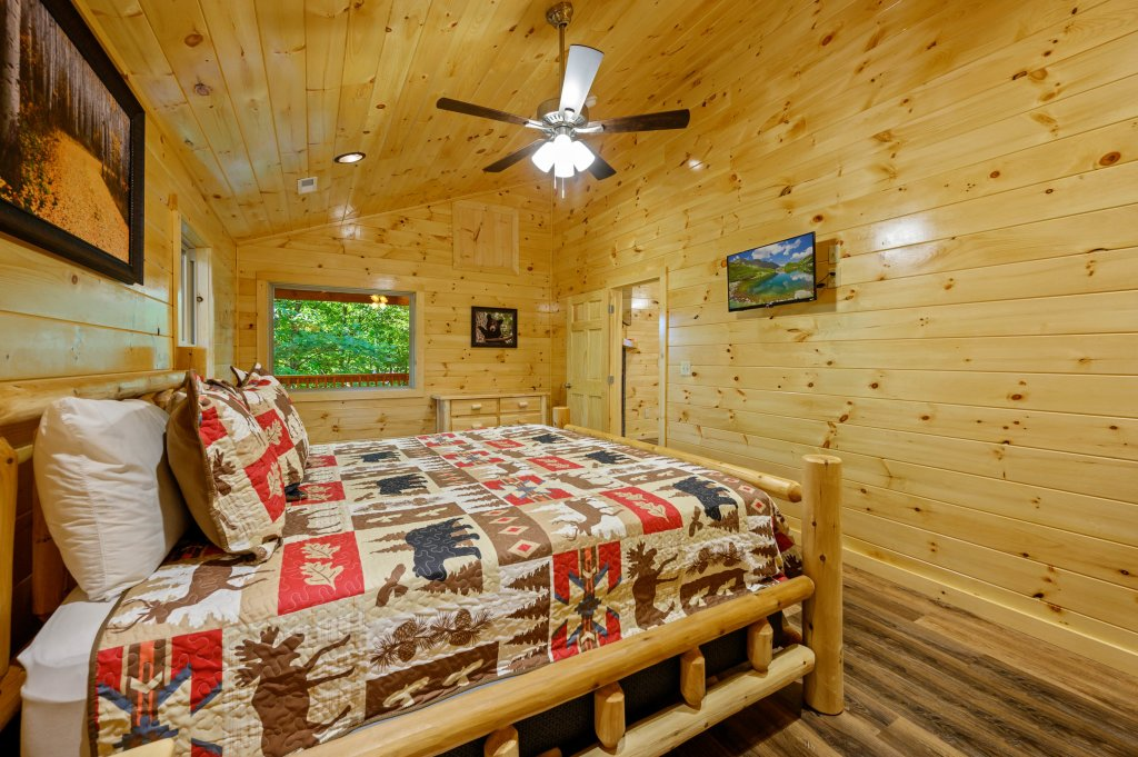 Photo of a Pigeon Forge Cabin named Mountain Music - This is the sixty-first photo in the set.