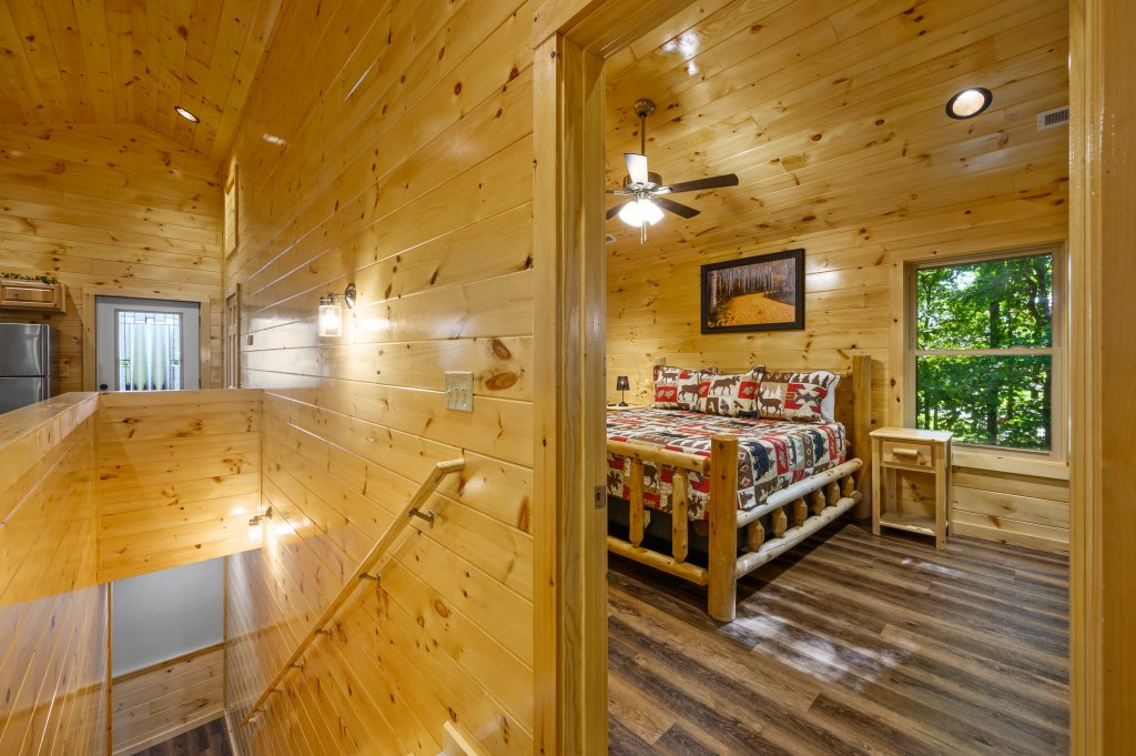Photo of a Pigeon Forge Cabin named Mountain Music - This is the fifty-sixth photo in the set.