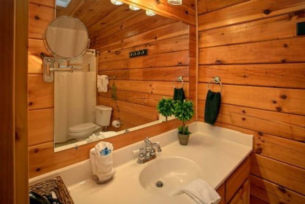 Photo of a Pigeon Forge Cabin named Southern Comfort - This is the twenty-fourth photo in the set.