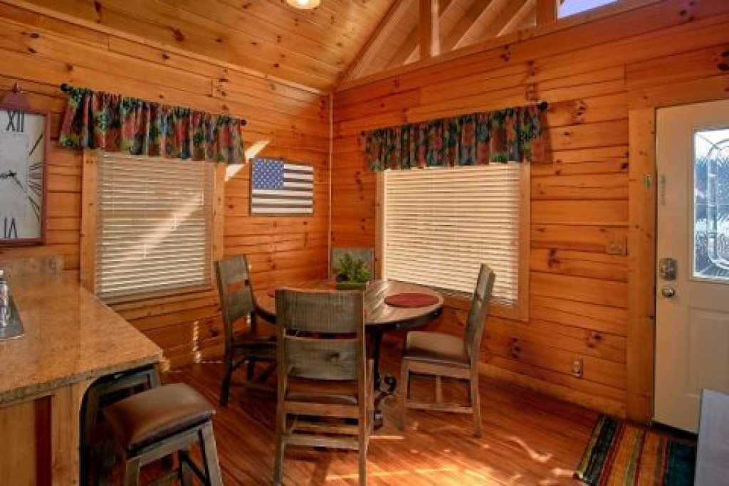 Photo of a Pigeon Forge Cabin named Southern Comfort - This is the twenty-first photo in the set.
