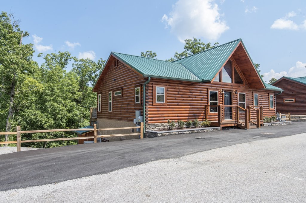 Photo of a Sevierville Cabin named  Eagle Falls - This is the fourth photo in the set.