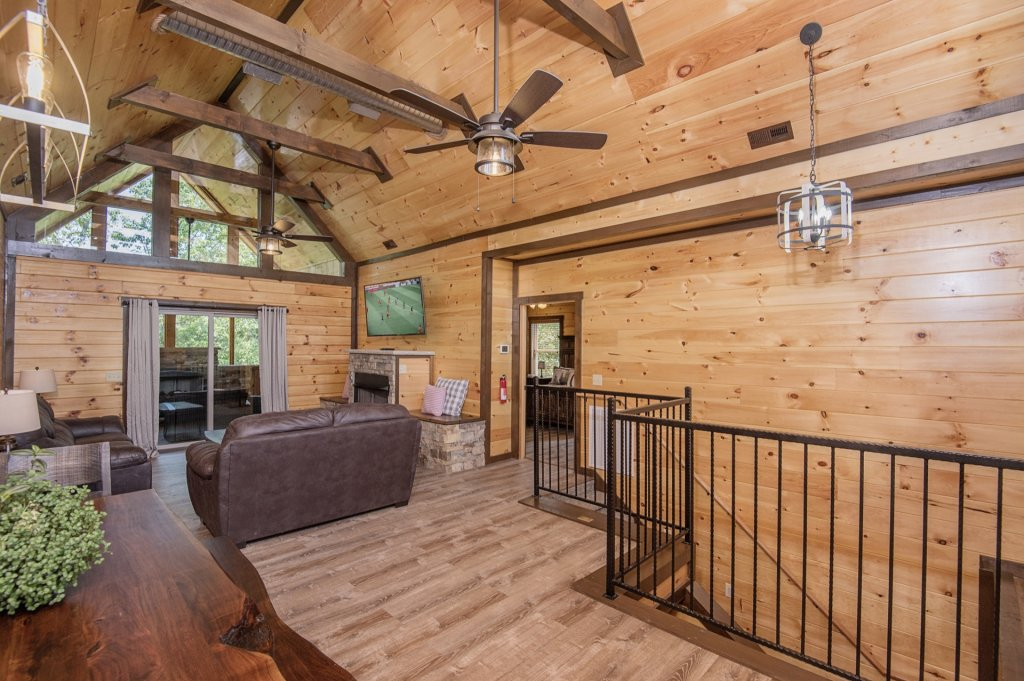 Photo of a Sevierville Cabin named  Eagle Falls - This is the eighth photo in the set.