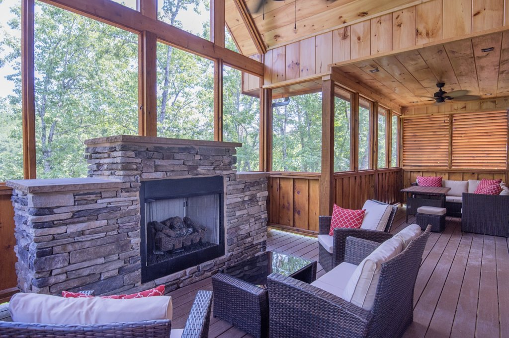 Photo of a Sevierville Cabin named  Eagle Falls - This is the twenty-fifth photo in the set.