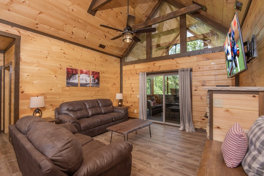 Photo of a Sevierville Cabin named  Eagle Falls - This is the tenth photo in the set.