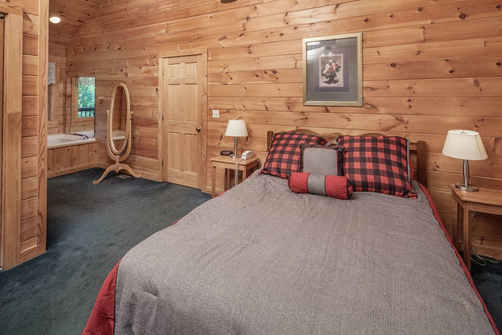 Photo of a Pigeon Forge Cabin named  Bear Tracks - This is the twelfth photo in the set.